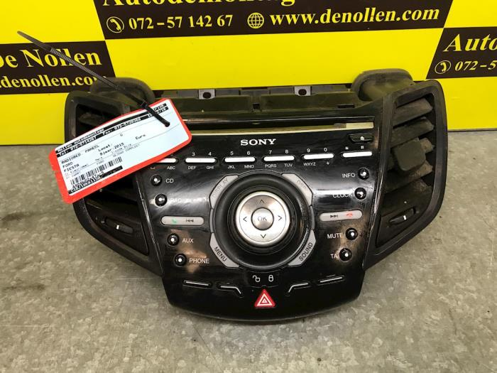 Radio control panel from a Ford Fiesta VII (JA8) 1.0 EcoBoost 12V 125 2015