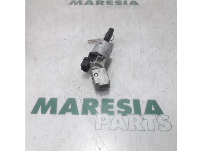 Used Peugeot 207 Ignition lock + key - 36410600 - Maresia