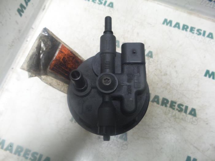 Used Renault Espace (JK) 3.0 dCi V6 24V Fuel filter housing ... on