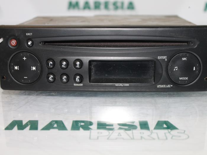 used renault trafic radio cd player 8200354519 maresia parts. Black Bedroom Furniture Sets. Home Design Ideas