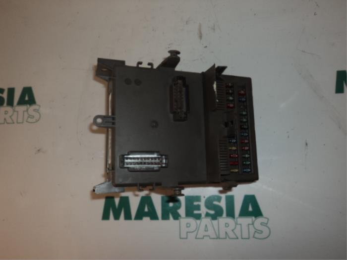 fuse box from a renault vel satis (bj) 3 0 dci v6 24v 2002