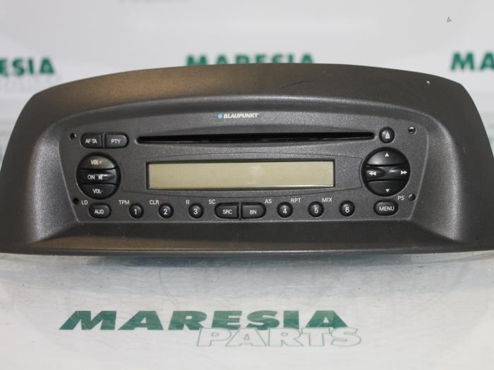 used fiat punto ii 188 1 2 16v 3 drs radio cd player. Black Bedroom Furniture Sets. Home Design Ideas