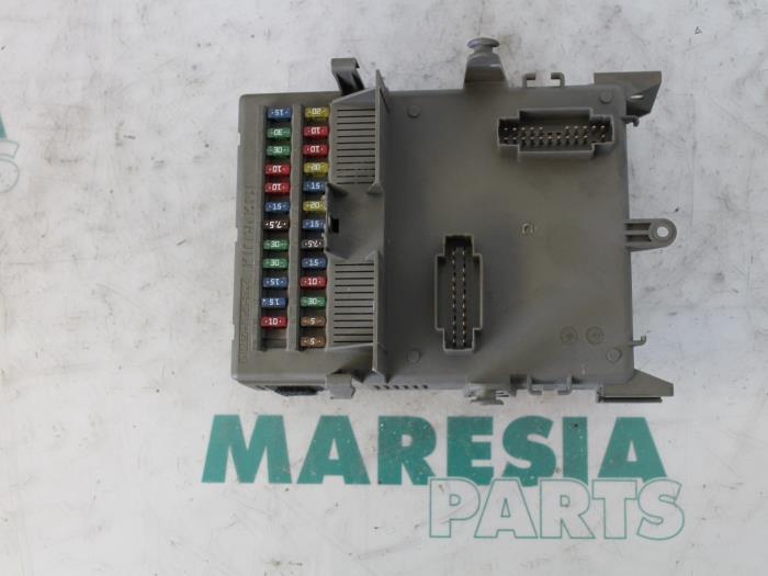 fuse box from a renault espace (jk) 3 0 dci v6 24v grand espace 2003