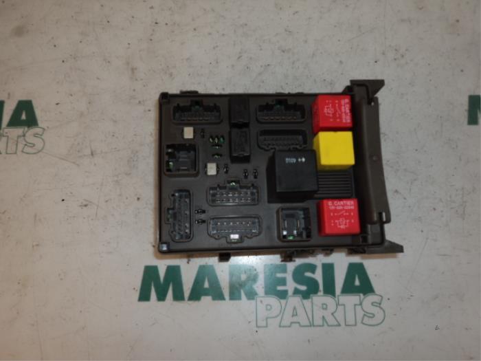 used renault vel satis bj 3 5 v6 24v autom fuse box 8200148810 maresia parts. Black Bedroom Furniture Sets. Home Design Ideas