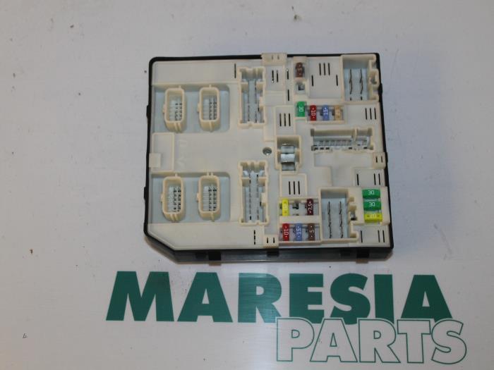 used renault megane iii grandtour (kz) 1 5 dci 110 fuse box Renault Duster fuse box from a renault megane iii grandtour (kz) 1 5 dci 110 2012