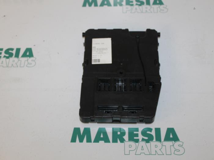 Used Renault Megane Fuse box - 8200306434 - Maresia Parts ... on