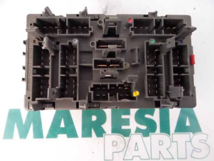 fuse box from a fiat ulysse (220) 2 0 i e  s,el 1998