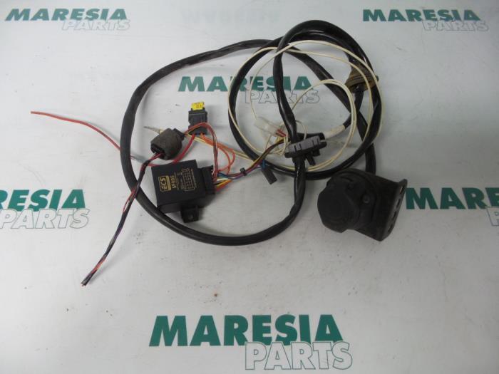 used peugeot 307 break 3e 1 6 16v towbar wiring kit maresia rh proxyparts com Car Audio Wiring Kits Car Audio Wiring Kits