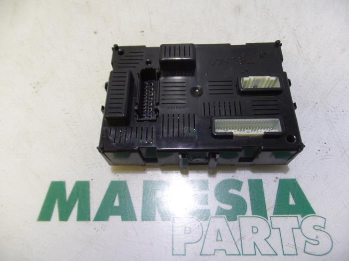 Fuse box from a Renault Clio III (BR/CR) 1.2 16V 75 2008