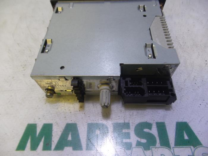 used renault clio iii (br/cr) 1.4 16v radio cd player - 8200483757