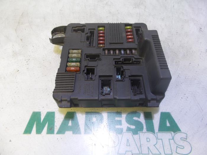 Used Renault Megane II (BM/CM) 1.4 16V 98 Fuse box ... on