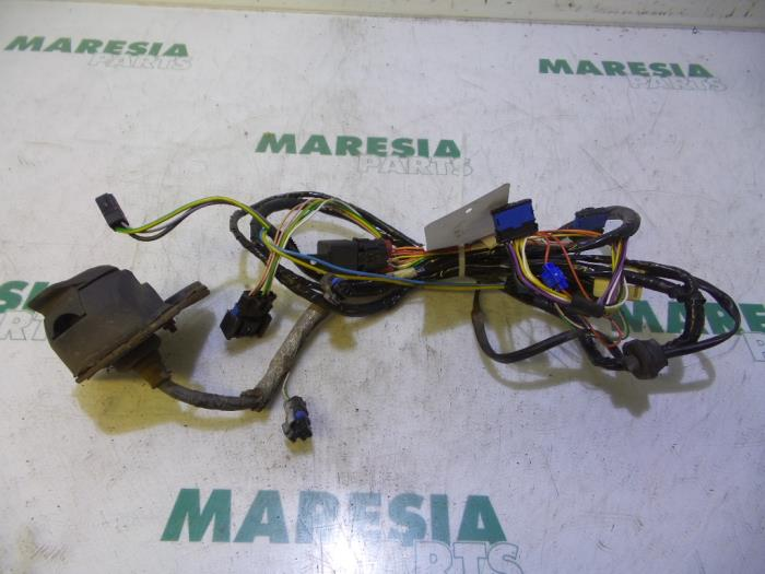 used peugeot 307 3a c d 1 6 16v towbar wiring kit maresia parts rh proxyparts com Tow Wiring Kits Automotive Wiring Kit