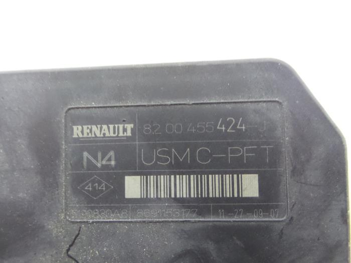 fuse box from a renault sc�nic ii (jm) 1 6 16v 2008