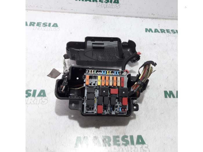 fuse box from a alfa romeo mito 2009