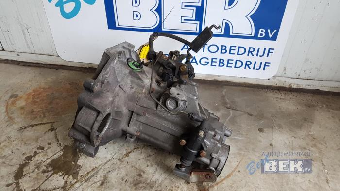 Used Volkswagen Golf IV (1J1) 1 4 16V Gearbox - DUW