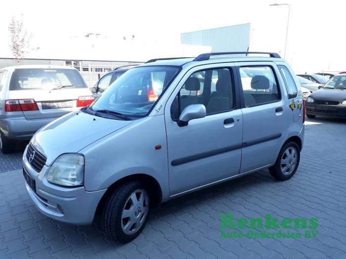 Door 4-door, front left from a Opel Agila (A) 1.2 16V 2000