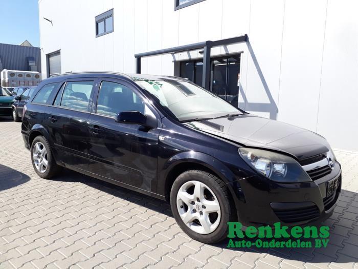 Aile avant droite d'un Opel Astra H SW (L35) 1.6 16V Twinport 2007
