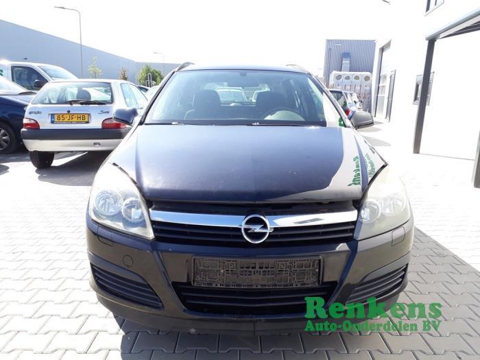Pare-chocs avant d'un Opel Astra H SW (L35) 1.6 16V Twinport 2007