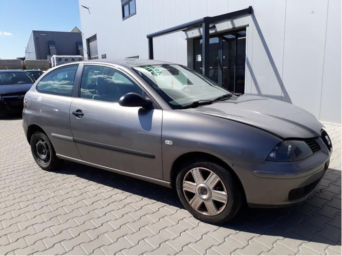 Front wing, right from a Seat Ibiza III (6L1) 1.4 16V 75 2002