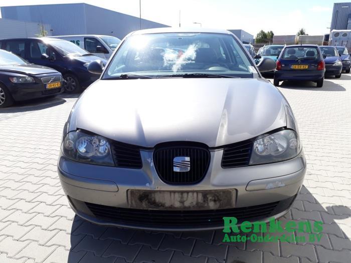 Pare-chocs avant d'un Seat Ibiza III (6L1) 1.4 16V 75 2002