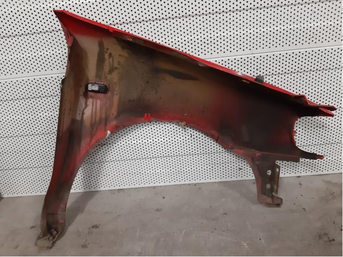 Front wing, left from a Volkswagen Polo (6N1) 1.4i 60 1999