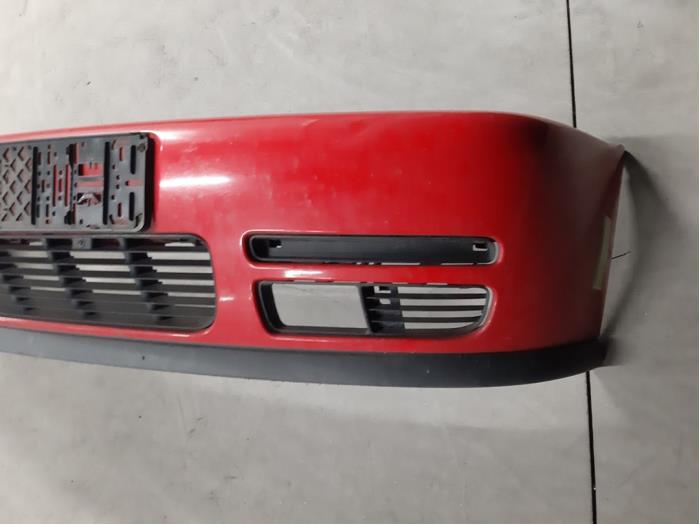 Pare-chocs avant d'un Volkswagen Polo (6N1) 1.4i 60 1999
