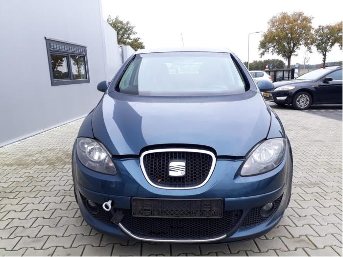 Bonnet from a Seat Altea (5P1) 2.0 TDI 16V 2006