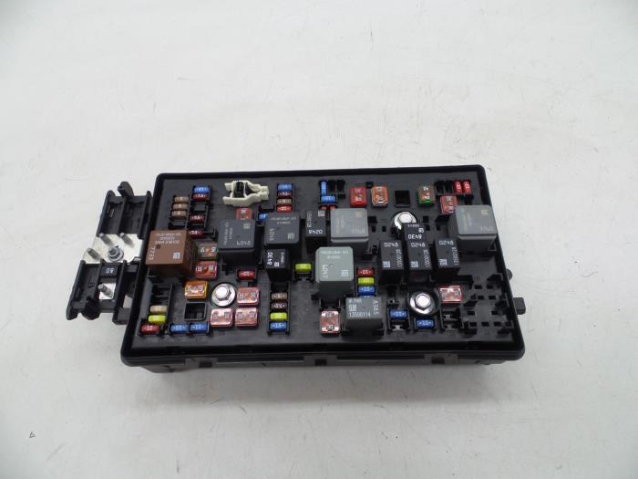 used saab 9 5 (ys3g) 2 0 tid 16v fuse box 13275881 auto 2011 saab 9-5 fuse box fuse box from a saab 9 5 (ys3g) 2 0 tid 16v 2011