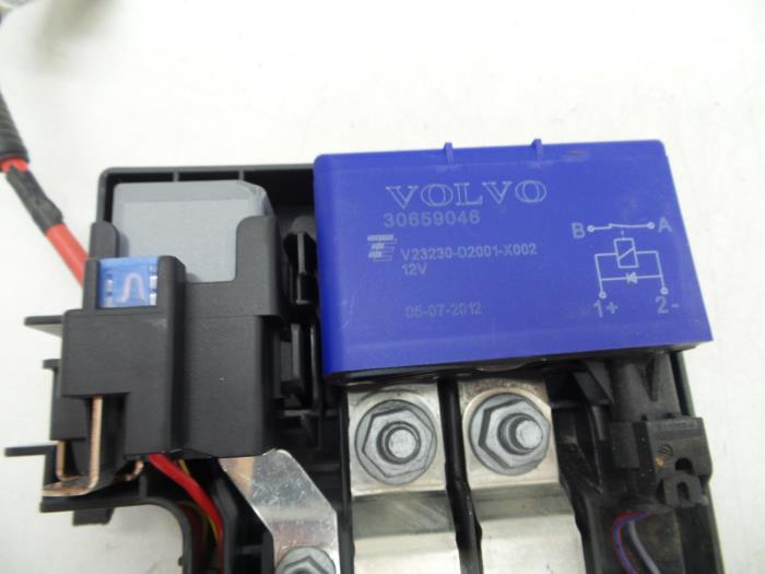 fuse box from a volvo s60 (used)