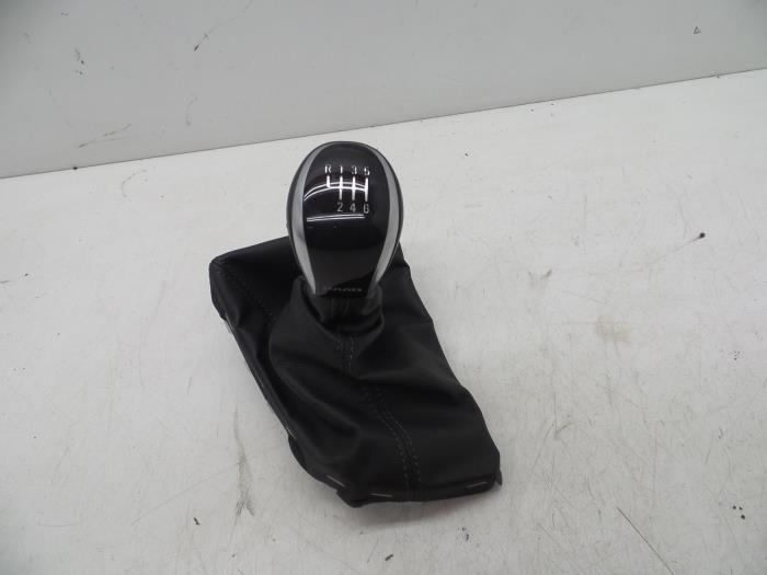 Gear stick knob from a Saab 9-5 (YS3G) 2.0 TiD 16V 2011