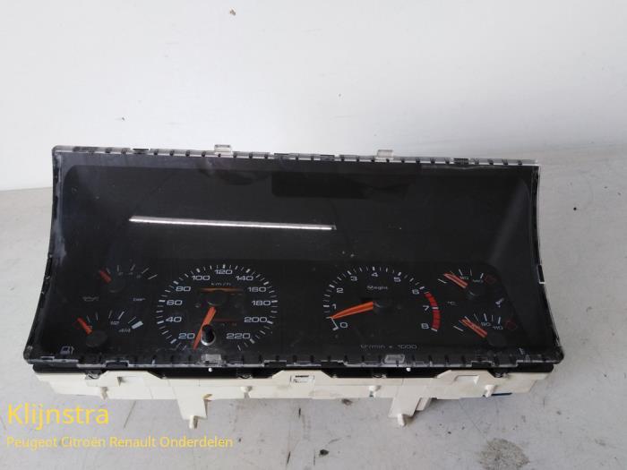 Compteur kilométrique KM d'un Peugeot 205 1987