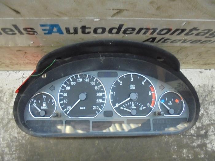 Odometer KM from a BMW 3 serie (E46/4) 320d 16V 1998