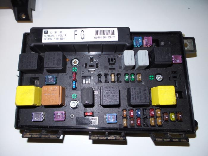 used opel astra h (l48) 1.6 16v twinport fuse box ... vauxhall astra fuse box location astra fuse box location 2005 #3