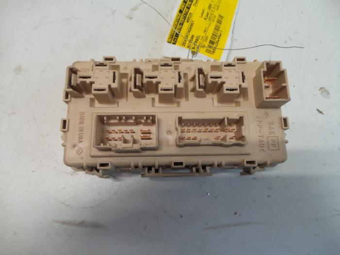 fuse box from a nissan / datsun x-trail (t30) 2 2 di 4x4