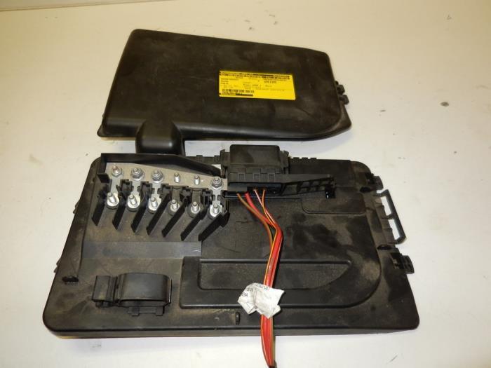 fuse box from a skoda fabia (6y2) 1 2 2005