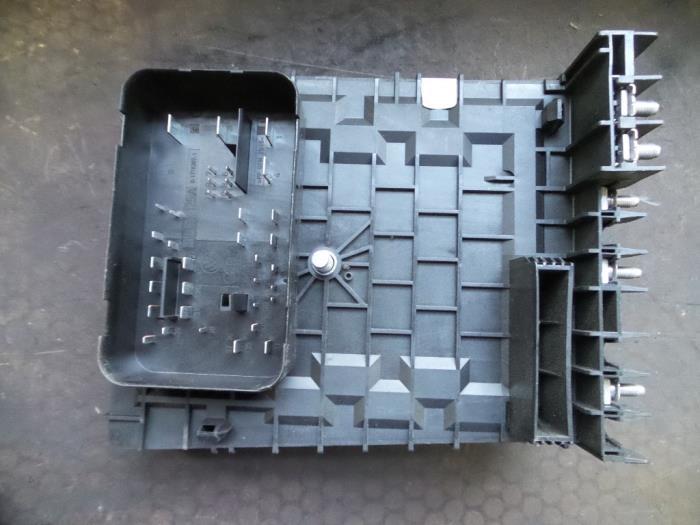 fuse box from a volkswagen eos (1f7/f8) 2 0 fsi 16v 2008