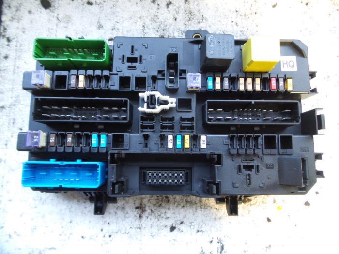 used opel zafira (m75) 1 9 cdti fuse box 93188419 autodemontage  fuse box from a opel zafira (m75) 1 9 cdti 2007