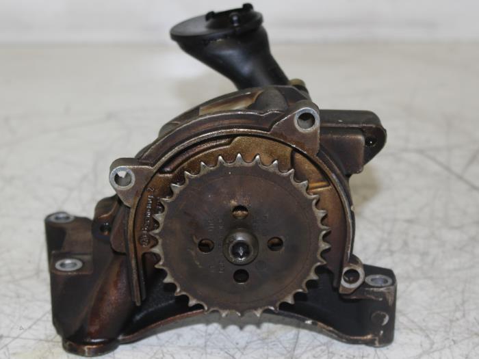 Used Volkswagen Oil pump - 03C115105H - Automotoren Trading