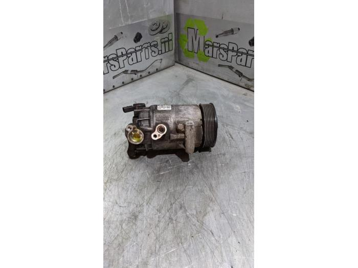 Air conditioning pump from a Volkswagen Polo (6R) 1.4 TDI DPF BlueMotion technology 2015
