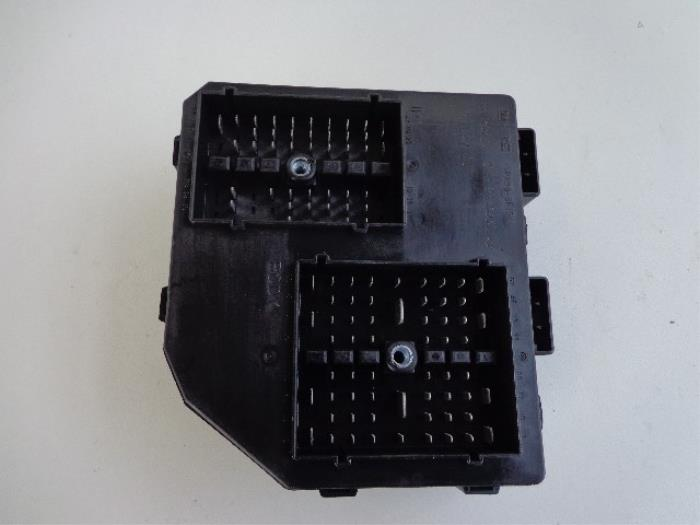 fuse box from a chevrolet captiva (used)