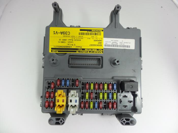 used jeep cherokee liberty kj 2 8 crd 16v fuse box 56010436ae fuse box from a jeep cherokee liberty kj 2 8 crd 16v 2004