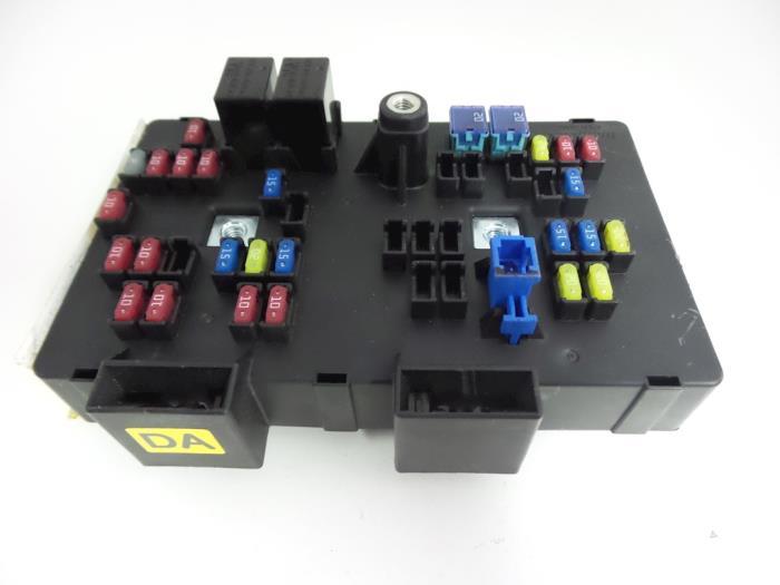 used opel antara la6 2 4 16v 4x4 fuse box 07277n autobedrijf rh proxyparts com Opel Antara Interior 2004 Opel Antara