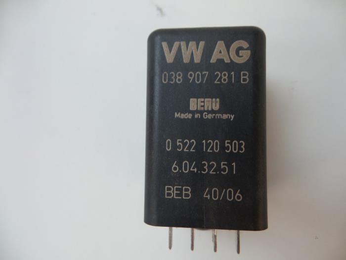 Used Volkswagen Passat Variant (3C5) 2 0 TDI 140 Glow plug relay