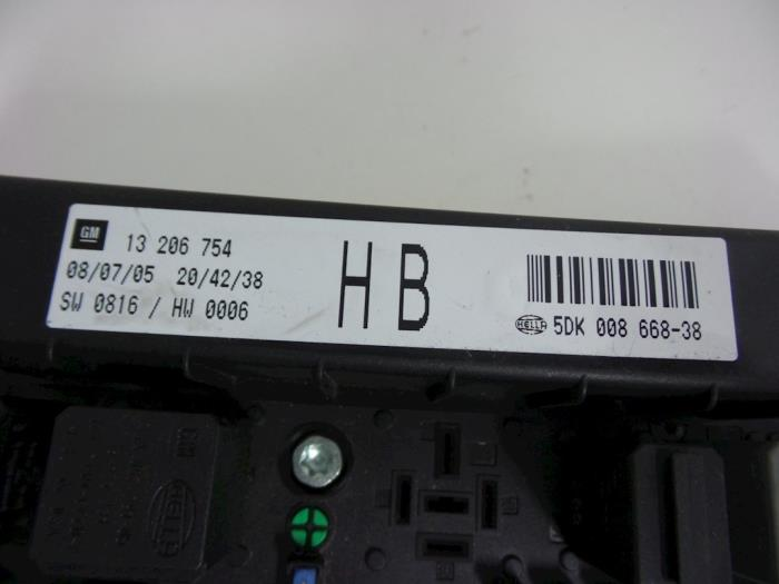 fuse box from a opel astra h sw (l35) 1 7 cdti 16v 2005