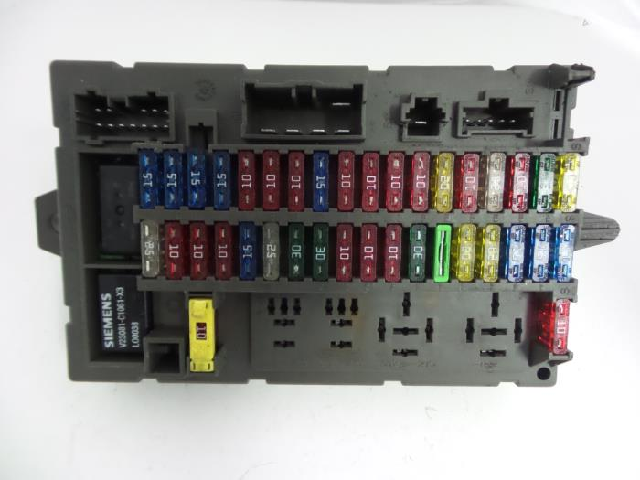 used landrover discovery ii 2 5 td5 fuse box 50032151000. Black Bedroom Furniture Sets. Home Design Ideas