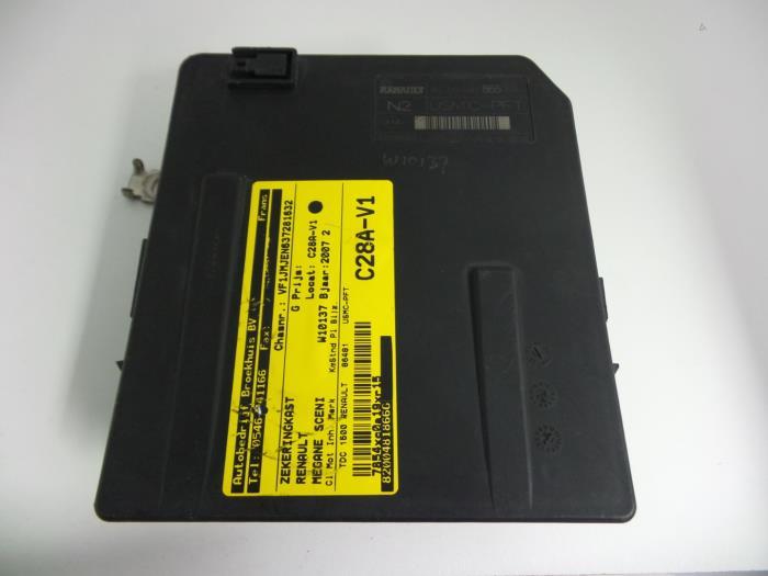 used renault grand sc�nic ii (jm) 1 5 dci 105 fuse box fuse box in renault grand scenic 2013 renault scenic interior