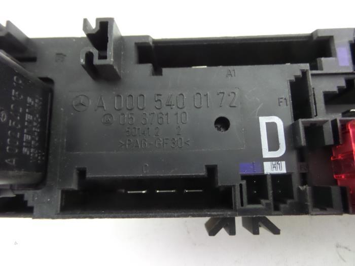 Used Mercedes E (W210) 3.0 E-300D Turbo 24V Fuse box - A0005400172 ...