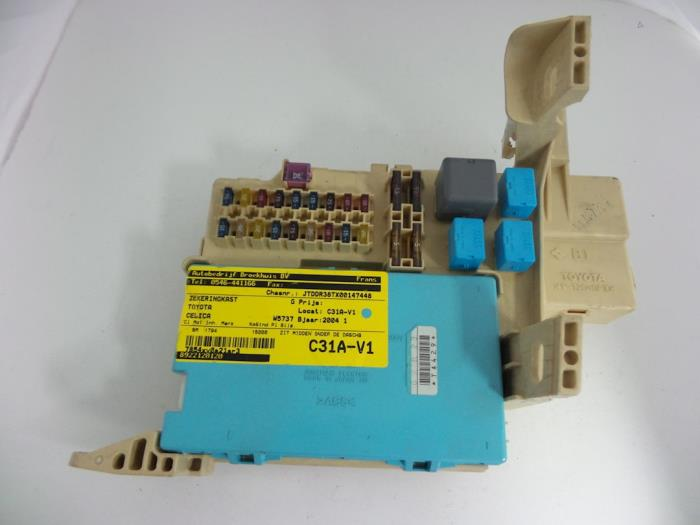 used toyota celica zzt230 231 1 8i 16v fuse box 8922120120 fuse box from a toyota celica zzt230 231 1 8i 16v 2004