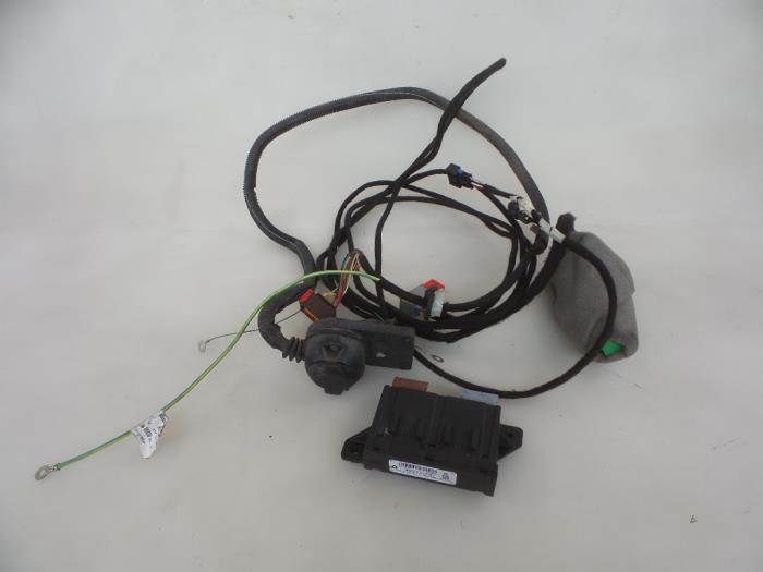 used peugeot 308 sw l4 l9 lc lj lr 1 6 bluehdi 120 towbar wiring rh proxyparts com Peugeot 408 peugeot 308 trailer wiring
