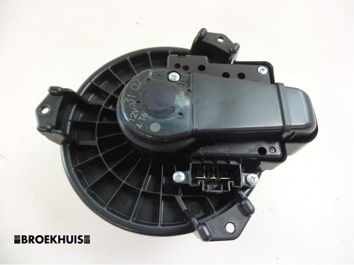 usag toyota yaris iii p13 1 5 16v hybrid moteur de ventilation chauffage 871300d171. Black Bedroom Furniture Sets. Home Design Ideas